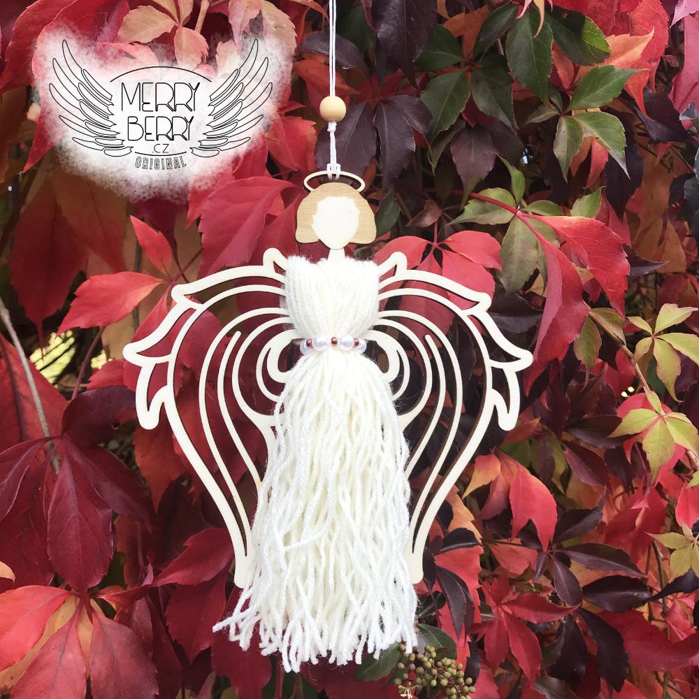 dekorace s dřevěnými křídly anděla